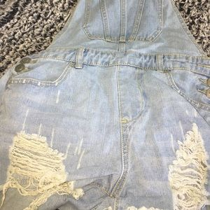 🌟 distressed overalls 🌟